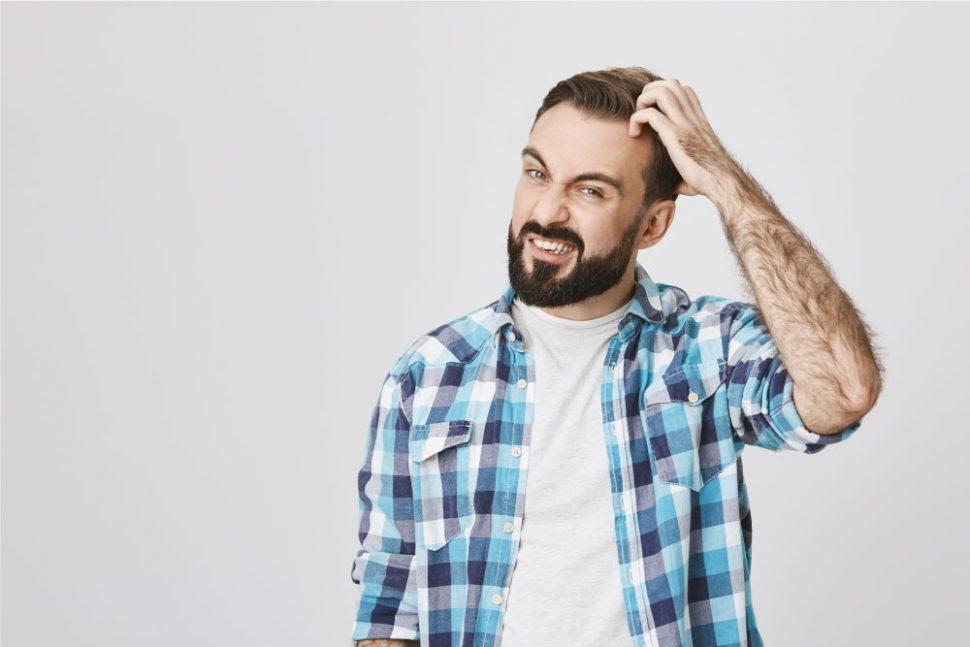 ¿La caspa puede provocar la caída del pelo?