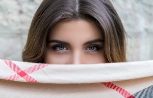 Cómo recortar las cejas después de un injerto