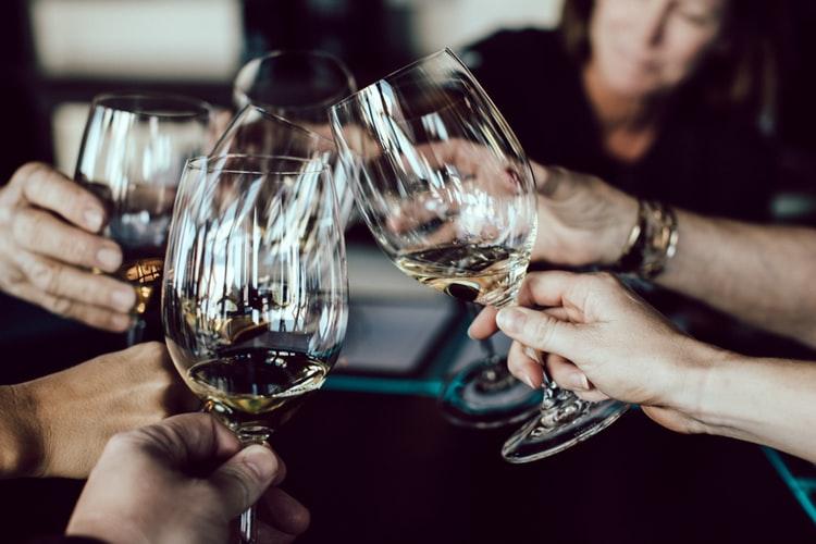 Motivos por los que no se puede beber alcohol después de un implante