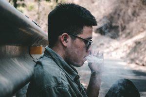¿Fumar provoca caída del pelo? Toda la información